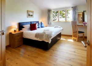Self_Catering_Holiday_Cottages_Droxford_Hampshire-Hedgehunter_bedroom1_800px