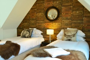 gatsby-house-bedroom-06-610x406